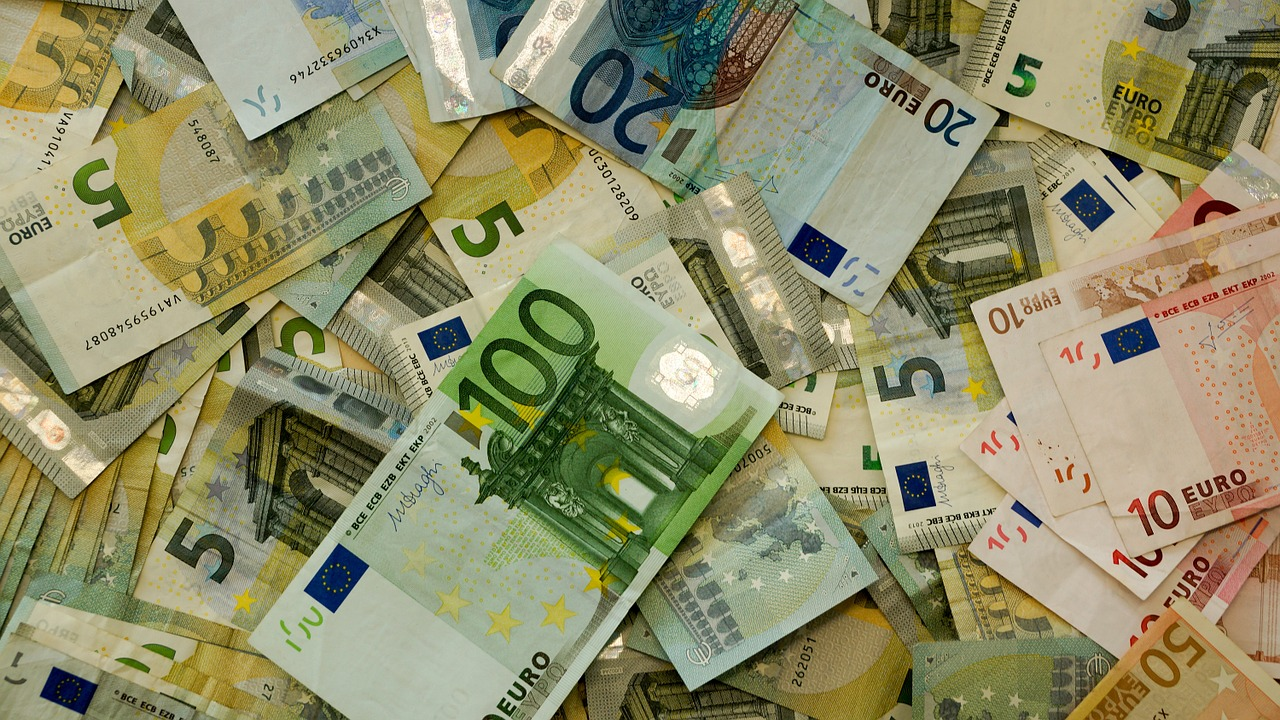 Euro volatility contained for now (video)