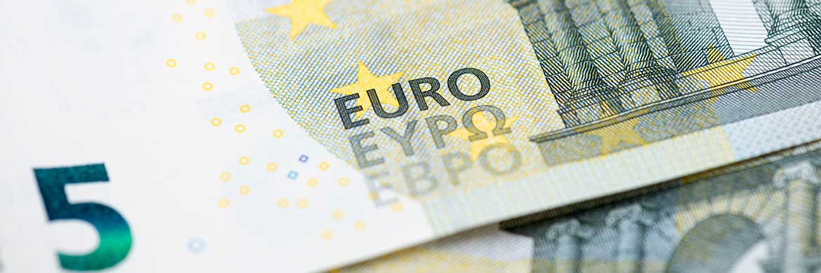 currency-newsMonthly wrap: EUR – Mixed ECB signals drive euro volatility as recession fears grow