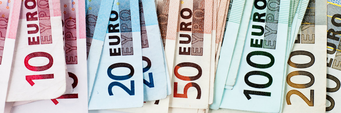 currency-newsMonthly Wrap: EUR slumps as ECB confident but Draghi warns of trade war dangers